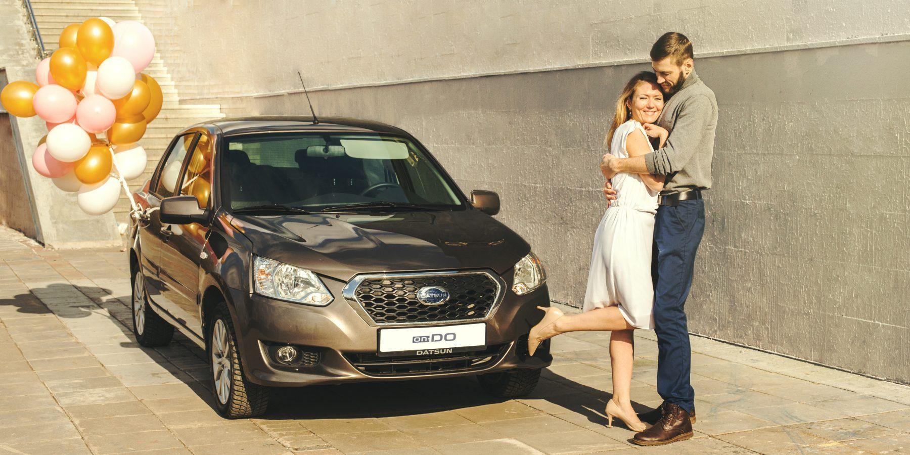 Свадьба на автомобиле Datsun.