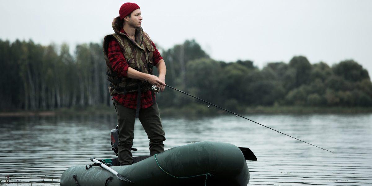 Герой Datsun рыбачит в лодке