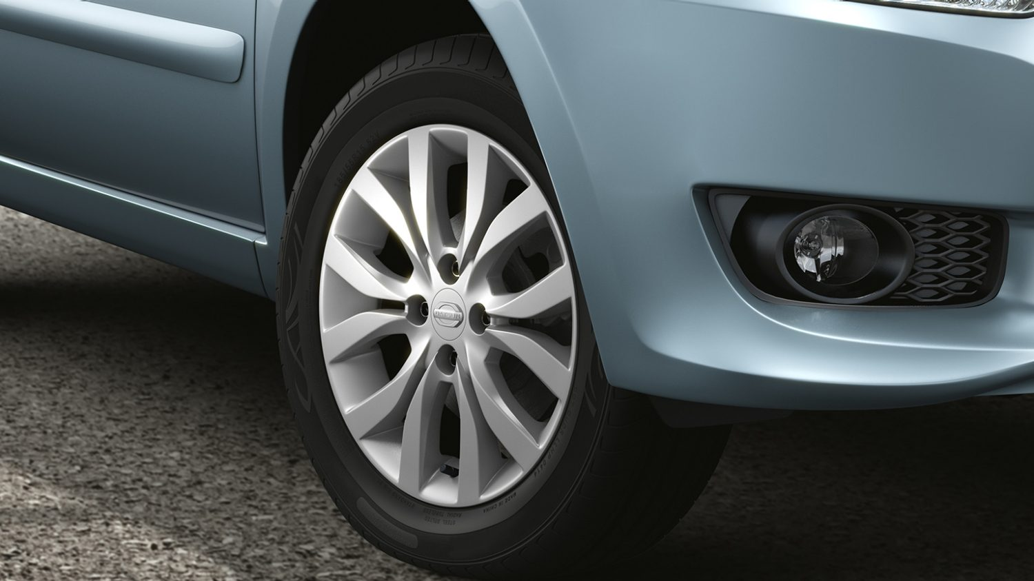 3/4 Close Up of Alloy Wheel