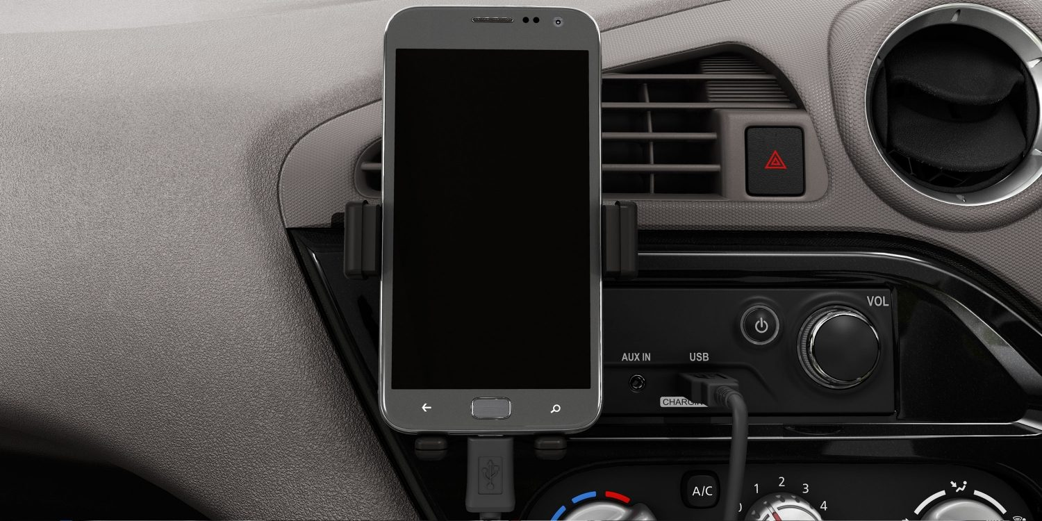 Datsun redi-GO interior mobile docking system